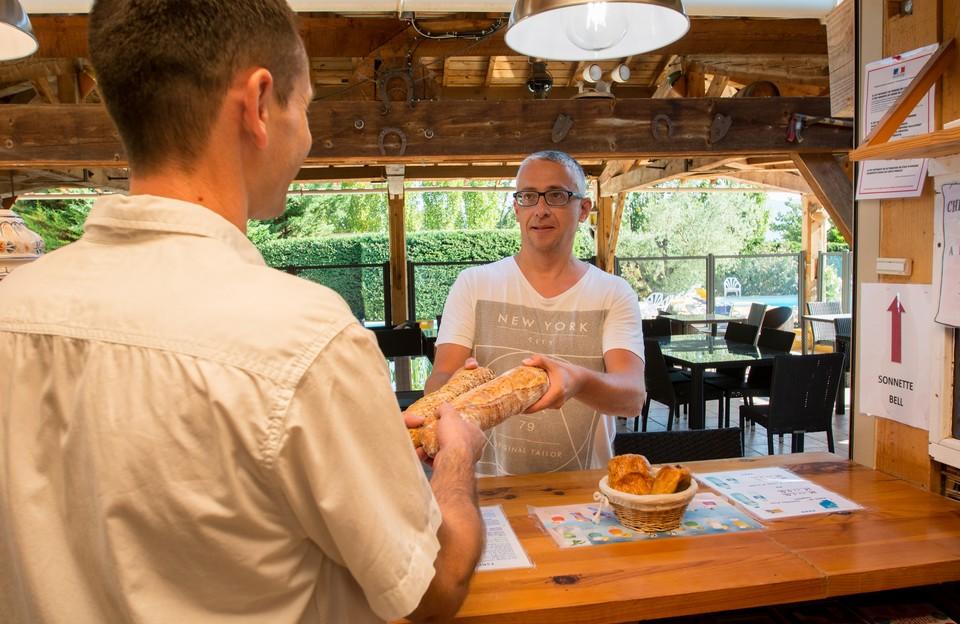 Camping Le Luberon : Boulangerie