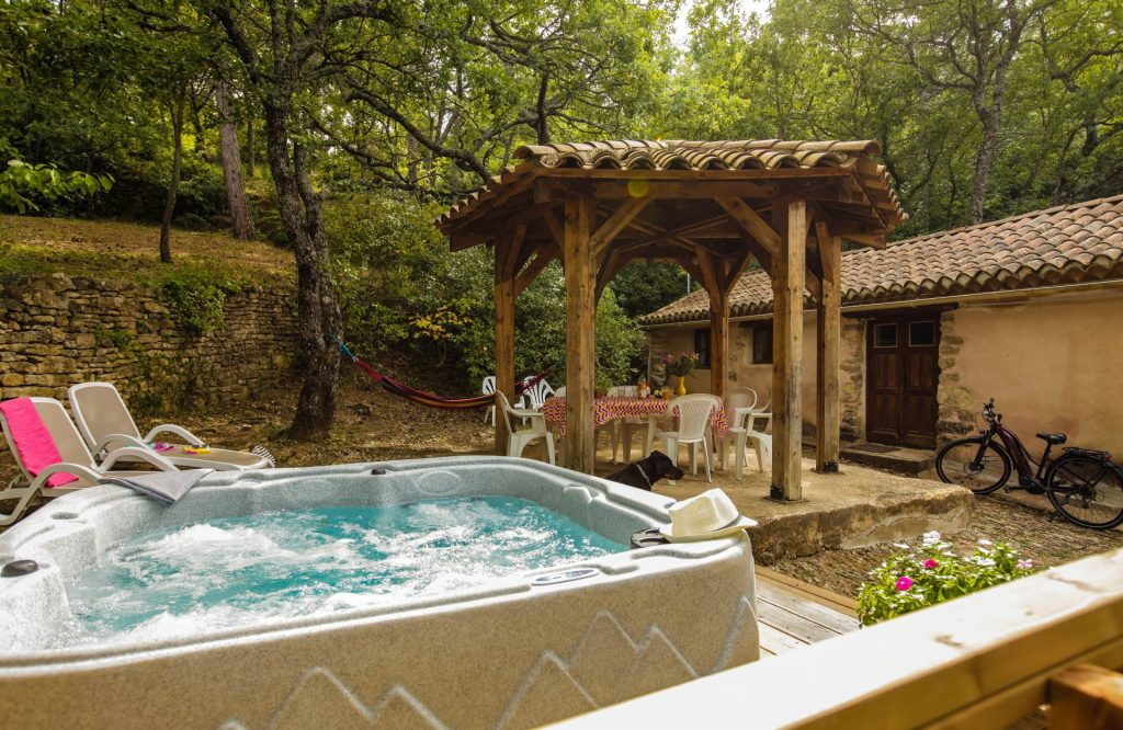Camping Le Luberon : Jardin Gite Roussillon